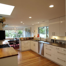 Midcentury Kitchen by John Prindle