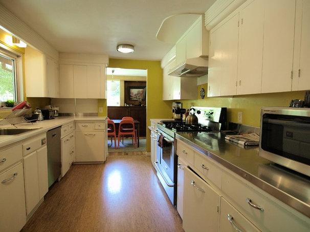 Midcentury Kitchen by John Prindle