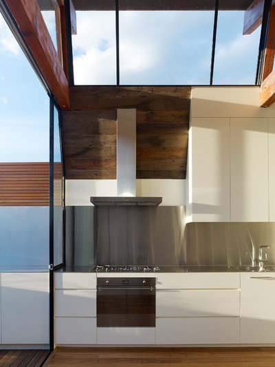 Industrial Kitchen by K+ARchitects