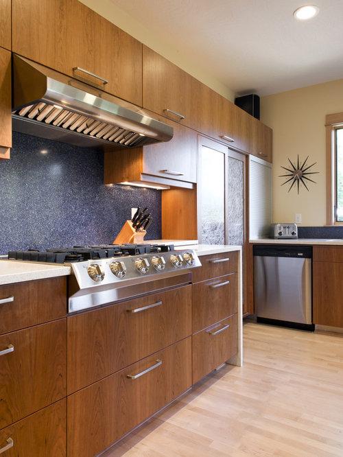Modern Kitchen Idea In Portland With Stainless Steel Appliances