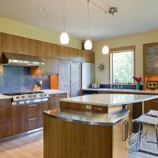 Modern Kitchen by 2fORM Architecture