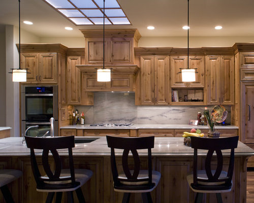 Knotty alder cabinets pictures houzz for Alder kitchen cabinets