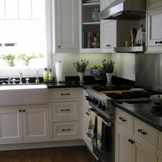 Traditional Kitchen by Kim Woods