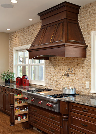 Traditional Kitchen by Knight Construction Design Inc.