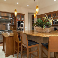 Traditional Kitchen by KuDa Photography