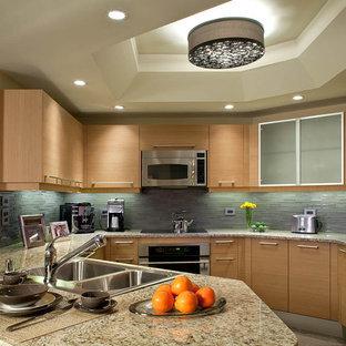 Пример оригинального дизайна интерьера: кухня в современном стиле с техникой под мебельный фасад, столешницей из гранита, накладной раковиной, плоскими фасадами, фасадами цвета дерева среднего тона, синим фартуком и фартуком из удлиненной плитки