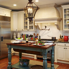Traditional Kitchen by L K DeFrances & Associates