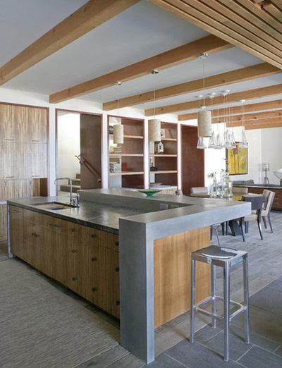 Coastal Kitchen by Laidlaw Schultz architects
