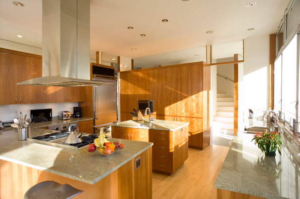 Modern Kitchen by Lasley Brahaney Architecture + Construction