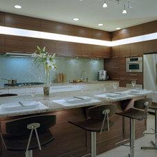 Modern Kitchen by Sandrin Leung Design Inc.