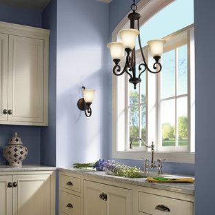 ニューヨークの中サイズのアジアンスタイルのおしゃれなキッチン (ドロップインシンク、フラットパネル扉のキャビネット、白いキャビネット、ライムストーンカウンター、メタリックのキッチンパネル、磁器タイルのキッチンパネル、カラー調理設備、ライムストーンの床) の写真