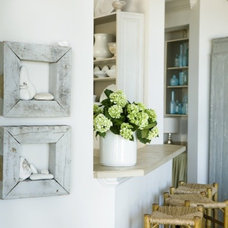 beach style kitchen by Liz Williams Interiors