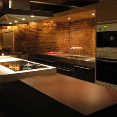 contemporary kitchen by Lozinski Architecten