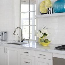 Modern Kitchen by Luck Stone Center