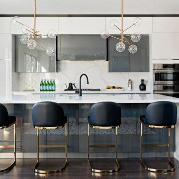 Kitchen | Luxurious Lakeview