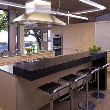 Modern Kitchen by Cooper Pacific Kitchens