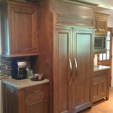 Traditional Kitchen by PhatC Inc.