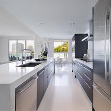 Contemporary Kitchen by NaturaliStone