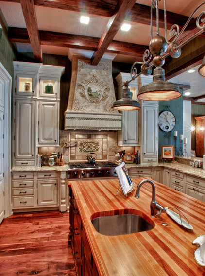 Traditional Kitchen by RSB Digital Photography
