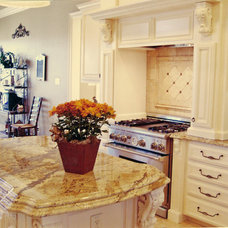 Traditional Kitchen by Bill Kulesza Homes, Inc.