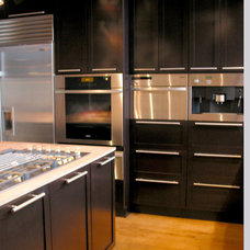 Modern Kitchen by Andre Couture Coloriste Decorateur