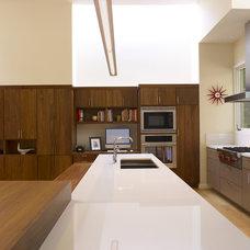 Modern Kitchen by Ohashi Design Studio