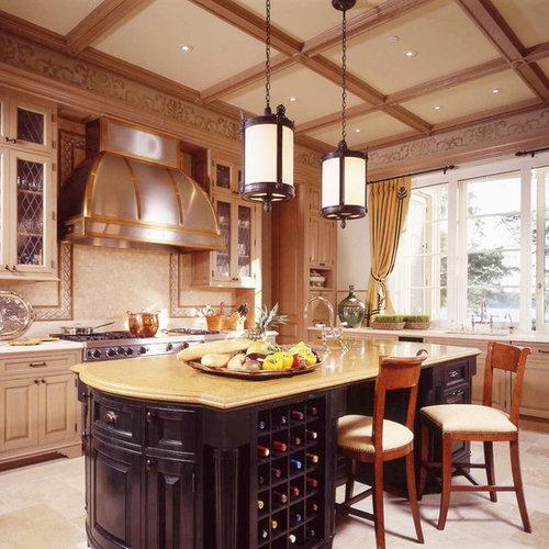 cuisine victorienne avec des portes de placard en bois clair photos et id es d co de cuisines. Black Bedroom Furniture Sets. Home Design Ideas