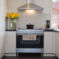 Modern Kitchen by Orbit Homes