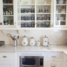 Traditional Kitchen by Neat Method San Diego