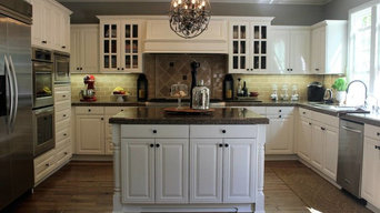 Kitchen painted with Benjamin Moore Swiss Coffee