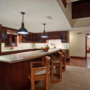 オレンジカウンティの大きいアジアンスタイルのおしゃれなキッチン (ダブルシンク、ガラス扉のキャビネット、濃色木目調キャビネット、御影石カウンター、ベージュキッチンパネル、石スラブのキッチンパネル、パネルと同色の調理設備、濃色無垢フローリング) の写真