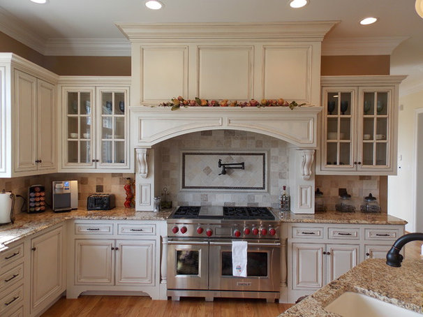 Traditional Kitchen by Hagerstown Kitchens Inc.