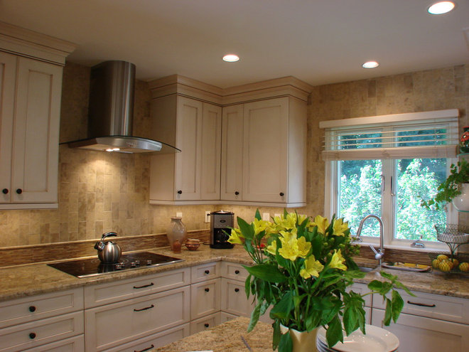 Traditional Kitchen by Kitchen Planners