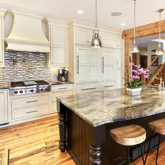 traditional kitchen by Hulet Real Estate Photography