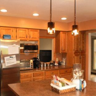 Elegant kitchen photo in Grand Rapids