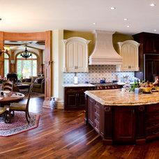 Traditional Kitchen by Matheny Goldmon Architects