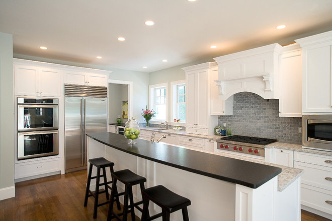 Traditional Kitchen by Metropolitan Cabinets & Countertops
