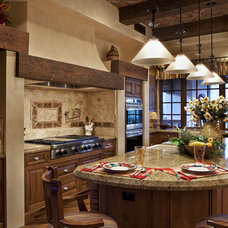 Traditional Kitchen by R.J. Gurley Custom Homes