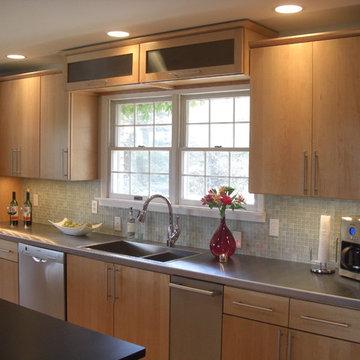 Kitchen/Reading/Desk Area