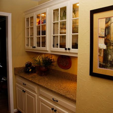 Traditional Kitchen by Kitchen Magic Refacers, inc
