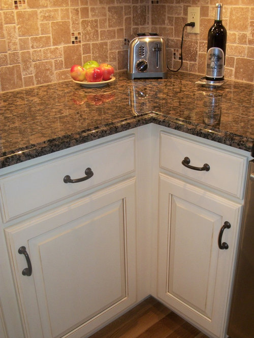 Baltic brown granite ideas pictures remodel and decor for Brown kitchen cabinets with black granite