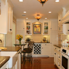 Traditional Kitchen by Before 'n After Interiors