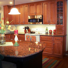 Traditional Kitchen by Capitol Granite