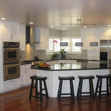 Modern Kitchen by Diablo Valley Cabinetry