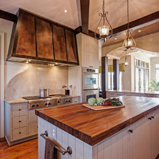 Traditional Kitchen by Distinctive Design / Build / Remodel, LLC.