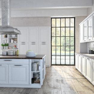 Geschlossene Klassische Küche mit Doppelwaschbecken, profilierten Schrankfronten, weißen Schränken, Arbeitsplatte aus Holz, Küchenrückwand in Weiß, Rückwand aus Holz, Sperrholzboden, Kücheninsel, beigem Boden und brauner Arbeitsplatte in San Francisco
