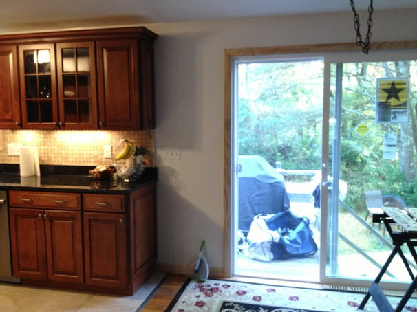 Traditional Kitchen by Lowe's of Pembroke, MA
