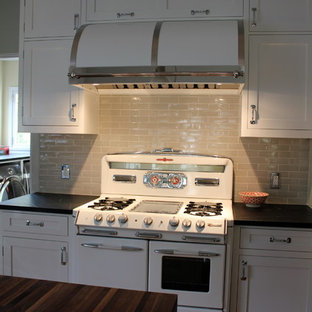Traditional kitchen inspiration - Kitchen - traditional kitchen idea in Los Angeles