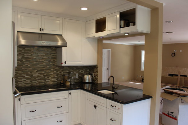Traditional Kitchen by Pearl Remodeling