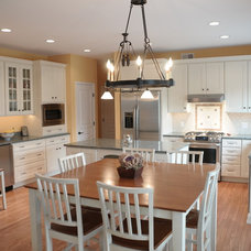 Traditional Kitchen by Pine Street Carpenters & The Kitchen Studio